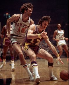 Phil Jackson of the New York Knicks guarding Pat Riley of the Los Angeles Lakers in 1972