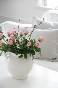 Small rose buds in pink with a few twigs to give height. In a simple white ceramic 2 handled bowl on a white background with a white sofa. Very stylish. Cut Flowers, Fresh Flowers, Beautiful Flowers, White Roses, Pink Roses, Pink Flowers, My Flower, Flower Pots, Deco Floral