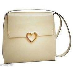 Pre-Owned Moschino Bag Clutch Gold Heart Accent Shoulder Handbag... (1.145 BRL) ❤ liked on Polyvore featuring bags, handbags, clutches, multi, shoulder strap handbags, zip purse, beige purse, gold evening handbags and preowned handbags