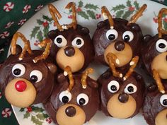 Reindeer cupcakes - icing, vanilla wafer, M&Ms, large broken pretzel pieces, mini marshmellows
