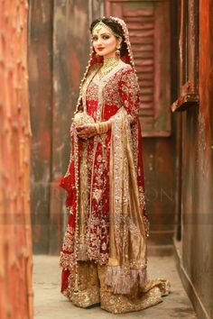 The Effective Pictures We Offer You About Bridal Outfit punjabi A quality picture can tell you many things. You can find the most beautiful pictures that can be presented to you about Bridal Outfit in Indian Bridal Outfits, Pakistani Dress Design, Pakistani Wedding Dresses, Pakistani Designers, Bridal Wedding Dresses, Wedding Wear, Bridal Style, Wedding Outfits, Bridal Pics