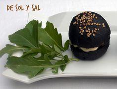 Mini hamburguesas de chipirón con pan a la tinta de calamar  www.desolysal.blogspot.com