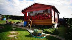 Zahrada schalupou majitelům učarovala natolik, že se tam přestěhovali nastálo