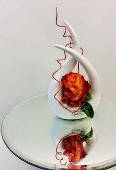 Sie hinterließ ein kleines Feuer. Semesterferien im Blumenhaus. Es war klasse mit Dir Nina.  #Valentino-Wohnideen #Minigesteck #fineart #floralart #Floristik Blumenmönche Blumenhaus – Google+