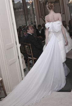 Valentino Haute Couture Bridal Autumn/Winter 2008 woah, the back is gorgeous! The front... Eh not so much