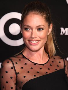 From the latest beauty trends to our favourite hairstyles, find all you need to know about makeup, skincare and plenty more. Woman Smile, Woman Face, Blonde Beauty, Hair Beauty, Dna Model, Holy Chic, Good Looking Women, Doutzen Kroes, Flawless Face