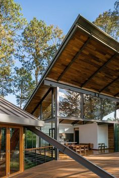 4 Magical Clever Tips: Roofing Architecture Exterior Colors cottage roofing design. Home Interior, Interior And Exterior, Design Exterior, Exterior Colors, Roof Architecture, Metal Roof, My House, House Roof, House Design
