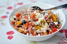 Tomato Salad with Red Onion, Dill and Feta (greek cucumber salad olives) Greek Cucumber Salad, Feta Salad, Tomato Salad, Real Food Recipes, Vegetarian Recipes, Healthy Recipes, Le Diner, Salad Recipes, Side Dishes