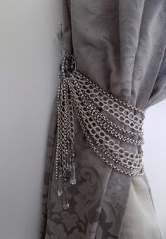 Luxury silver and Swarovski drops curtain holder, silver chains Bohemian crystals decorative curtain holder, resistant for heavy tie back Curtain Holder, Curtain Ties, Curtain Tie Backs Diy, Curtain Pelmet, Luxury Curtains, Elegant Curtains, Curtains Living, Diy Curtains, Blue Curtains