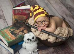 ideas baby first halloween pictures harry potter Baby Harry Potter, Harry Potter Baby Shower, Funny Christmas Pictures, Funny Baby Pictures, Halloween Pictures, Funny Baby Photography, Newborn Photography, Photography Kids, Baby Fan