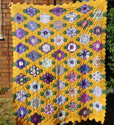 So here it is....the finished quilt top for the #fussycuttingsewalong group quilt (swipe to see the final hexie flower sewn in late last…