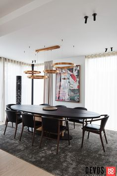 Devos interieur - Exclusief interieur villa Knokke - Hoog ■ Exclusieve woon- en tuin inspiratie. Villa, Conference Room, Table, Furniture, Inspireren, Design, Home Decor, Dining Rooms, Lush