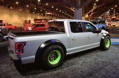2014  SEMA SHOW  F-150 | ... ce Ford F-150 repose sur une suspension Kibbetech abaissée de 300 mm