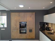 plafondplinten, stucplinten, plafondplaten en verlichting