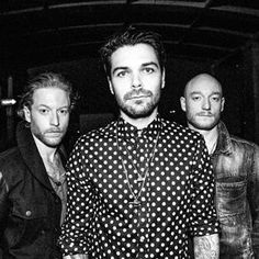 Biffy Clyro 'Headliners' - Rocking the spotty shirt Music Is Life, My Music, Simon Neil, Scouting For Girls, Scottish Bands, Biffy Clyro, Josh Homme, Band Photography, Music Icon