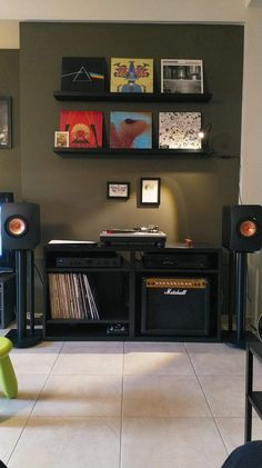Super home studio music design vinyl records ideas - Audio Room Ideas Home Studio Musik, Music Studio Room, Audio Studio, Recording Studio, Home Music Rooms, Music Bedroom, Men Bedroom, House Music, Turntable Setup