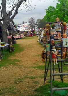 The fields of Warrenton - vintage heaven at every tent on the horizon.