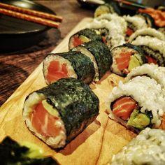 Un poco de #sushi ? Lo hice yo!! #homemade #asian #salmon #raw #chef #cheflife #chefsofinstagram #chefs #food #foodporn #foodphotography