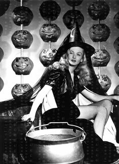 Halloween Pin Up, Retro Halloween, Halloween Fotos, Vintage Halloween Photos, Halloween Costumes, Happy Halloween, Halloween Witches, Halloween History, Halloween 2013