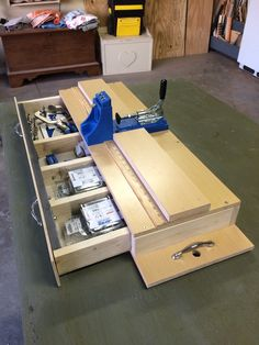 Kreg Jig - workstation and storage unit - Kreg Owners' Community Woodworking Shop Layout, Woodworking Workbench, Carpentry Tools, Woodworking Furniture, Kreg Jig Projects, Woodworking Projects Diy, Wood Jig, Workbench Plans Diy, Wood Shop Projects