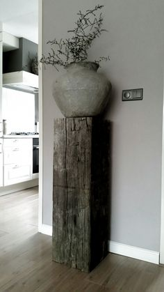 The display of flower pots attracts attention .- The display of flower pots attracts the attention of a home! Little …, # attention # exhibit # flower pots # that - Wooden Columns, Interior Decorating, Interior Design, Decorating Ideas, Home Interior, Home And Deco, Rustic Decor, Rustic Entryway, Home And Living