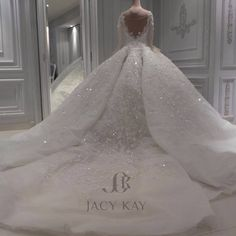 """2,783 To se mi líbí, 100 komentářů – Jacykayofficial (@jacykayofficial) na Instagramu: """"""""Once in a while,right in the middle of ordinary life... LOVE give us a fairytale."""" #jacykaybrides…"""""""