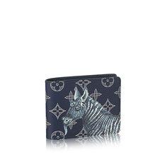 Descubra el Louis Vuitton Cartera Multiple  Esta práctica cartera Multiple de lona Monogram, con un estampado de cebra y elefante de los célebres hermanos Chapman, incluye numerosas ranuras para tarjetas y billetes. Cabe fácilmente en la mayoría de los bolsillos.