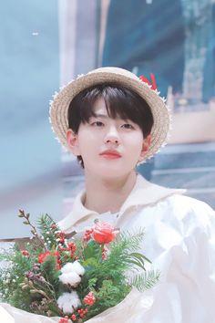 Ulzzang, Child Smile, I Luv U, Woollim Entertainment, Kdrama Actors, Golden Child, Flower Boys, Asian Boys, Aesthetic Girl