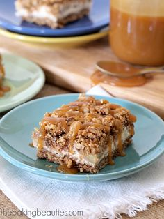 Forget pumpkin (for a moment)! Bake these Gluten-Free Caramel Apple Cheesecake Bars @bakingbeauties
