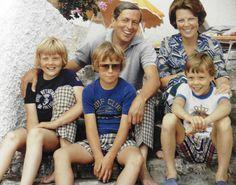 leuke familiefoto van Claus, Beatrix, Willem-Alexander, Johan-Friso en Constantijn