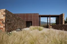 Built by Bucchieri Architects in Santa Fe, United States with date Images by Kate Russell. The site is a compelling parcel located north of Santa Fe. The building is situated on the north slope of a. Contemporary Interior Design, Modern House Design, Historical Architecture, Interior Architecture, Santa Fe, Desert Homes, Facade House, Building A House, Exterior