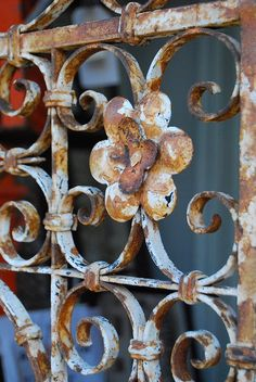 Two Hand Design: Wrought Iron Gate - Bestpin Iron Wine Rack, Wine Racks, Metal Garden Gates, Metal Gates, Old Gates, Rustic Design, Tuscan Design, Rustic Art, Tuscan Style