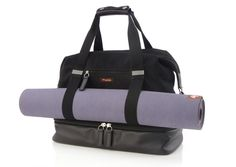 Weekend bag with a separate compartment for shoes.