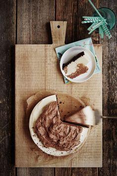 Kinderin maku syntyy vaalean ja kermaisen täytteen sekä maitosuklaan yhdistelmästä. No Bake Desserts, Dessert Recipes, Sweet And Salty, Sweet Sweet, Let Them Eat Cake, Yummy Cakes, Food Hacks, Baking Recipes, Baking Ideas