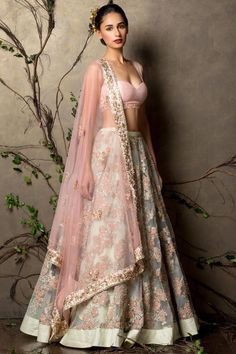 Looking for soft pink pleated lehenga? Browse of latest bridal photos, lehenga & jewelry designs, decor ideas, etc. Indian Wedding Gowns, Indian Bridal Outfits, Indian Designer Outfits, Bridal Dresses, Designer Dresses, Bride Indian, Eid Dresses, Punjabi Wedding, Indian Weddings