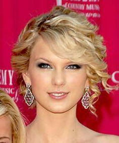Taylor swift cute and curly hair style