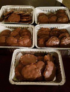 Homemade Turtle Candy With Pecans and Caramel Chocolate Shop, Chocolate Treats, Chocolate Cake, Chocolate Toffee, German Chocolate, Soft Caramels Recipe, Bonbon Caramel, Caramel Candy, Pecan Candy