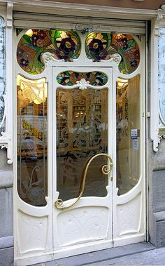 Art Nouveau Drugstore Entry Door at Villarroel 053 b, Sant Antoni, Barcelona, Spain – Photo by Arnim Schulz - W'e're going to Barcelona in September and hopefully will visit that site to see if that exquisite door is stil in situ. Cool Doors, Unique Doors, Entrance Doors, Doorway, Front Doors, Entrance Ideas, Main Entrance, Grand Entrance, Door Knockers
