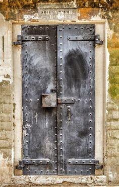 Fort MacArthur - San Pedro, Los Angeles, California ( I know not Italy. but near where I live part of the year) Les Doors, Windows And Doors, Cool Doors, Unique Doors, Door Hinges, Door Knobs, Door Latch, When One Door Closes, Knobs And Knockers