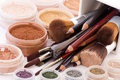 Tutorial: Zo verwijder je make-upvlekken uit kleding - ENSEMBLE (an-sambel): combinatie, set, verzameling, groep, als geheel sterker