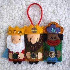 Little Dues: Navidad Christmas Arts And Crafts, Felt Christmas Ornaments, Felt Crafts, Fabric Crafts, Christmas Time, Christmas Crafts, Nativity Crafts, Felt Decorations, Felt Diy