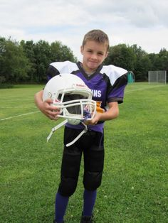 Meet our newest YFO All-Star selection Max Perry. Max plays linebacker, tight-end, and guard. Max loves playing linebacker and loves making plays on defense. Youth Football Drills, Tackle Football, Football Players, Football Helmets, Football Stuff, Middle Linebacker, Dynamic Warm Up, The Blitz, Double Team