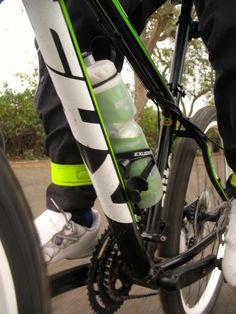 Este artículo ha sido actualizado para incluir las experiencias de 3 amigos que recorren El Perú en Bicicleta a bordo de sus KHS. Comparto con ustedes un review de la que fue mi primera bici de alu...