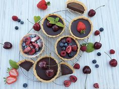 Čokoládové tartaletky | KitchenKitten Cherry, Sugar, Cookies, Fruit, Cake, Food, Straws, Crack Crackers, Biscuits