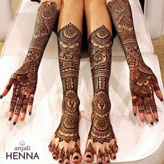 Such a lovely bridal henna. Henna By : . Latest Bridal Mehndi Designs, Indian Mehndi Designs, Modern Mehndi Designs, Wedding Mehndi Designs, Best Mehndi Designs, Mehndi Designs For Hands, Mehndi Designs For Wedding, Traditional Mehndi Designs, Tatoo Designs