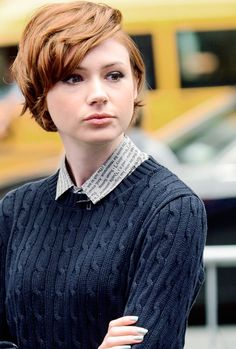 *[Karen Gillan] baaeeeeeeeee<3 btw Ginny totally cut off a lot of her hair and kept it short because Quidditch and children and she was done dealing with it