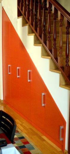 Armario agaterado bajo escalera
