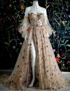 Pretty Prom Dresses, Prom Dresses With Sleeves, Ball Gown Dresses, Elegant Dresses, Cute Dresses, Beautiful Dresses, Vintage Prom Dresses, Sleeved Prom Dress, Vintage Ball Gowns