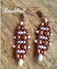 Alcira earrings. original pattern by Ellad2, modified and beaded by Beaddict. Seed beads, fire polished beads, superduos.