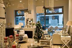 Biały i szary czyli piękne wnętrza w Sweet Living. #lampy #fotele #biokominki #stoliki #dodatki #lampiony #żyrandole